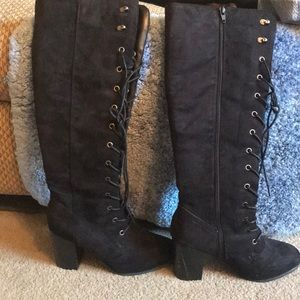 Shoes - Black lace up boot